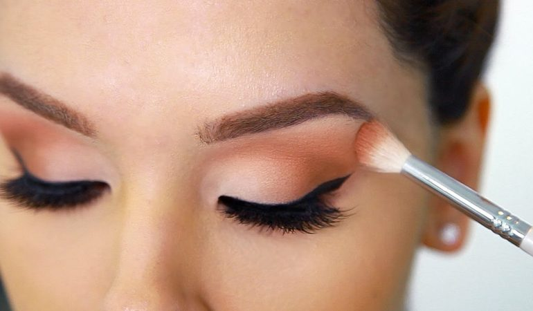 How to apply eye shadows?