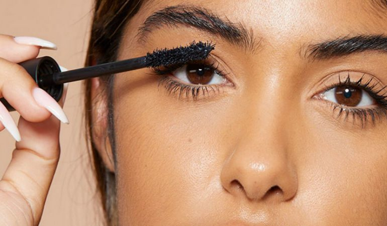 5 Tips to Make Your Mascara Give You Longer and Thicker Lashes that Look Fabulous